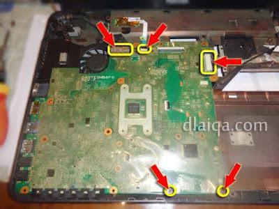 pasang kembali mainboard pada casing laptop