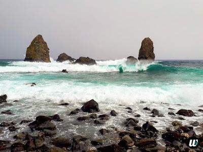 Isole dei Ciclopi beach and sea, Aci Castello & Aci Trezza   Sicily, Italy   wayamaya