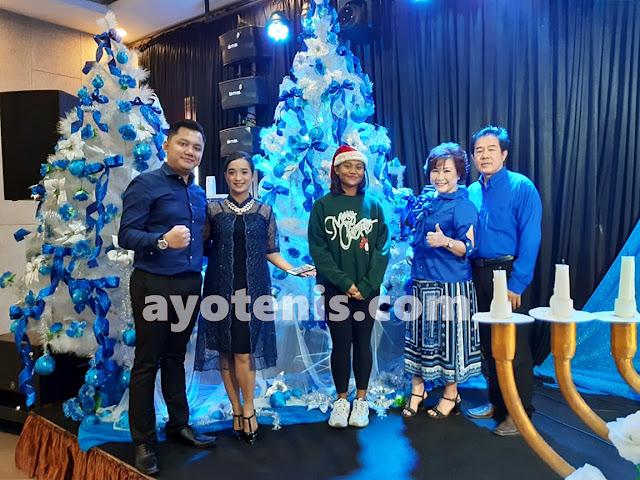 Shirly Arayana Rayakan Natal Bersama Keluarga di JKI Mahanaim Blessing Church Kediri