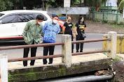 Terobos Hujan , Walikota AA didampingi Kadis PUPR tinjau saluran drainase di Kota Manado