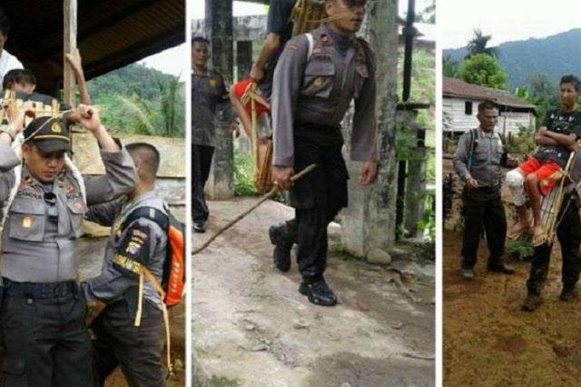 Kapolsek Gendong Warga Sakit di Dusun Pedalaman