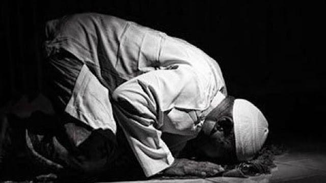 হে মুহাম্মদ সঃ আপনি আপনার পরিবার পরিজনকে নামাযের হুকুম করিতে থাকুন  Bangla Hadis