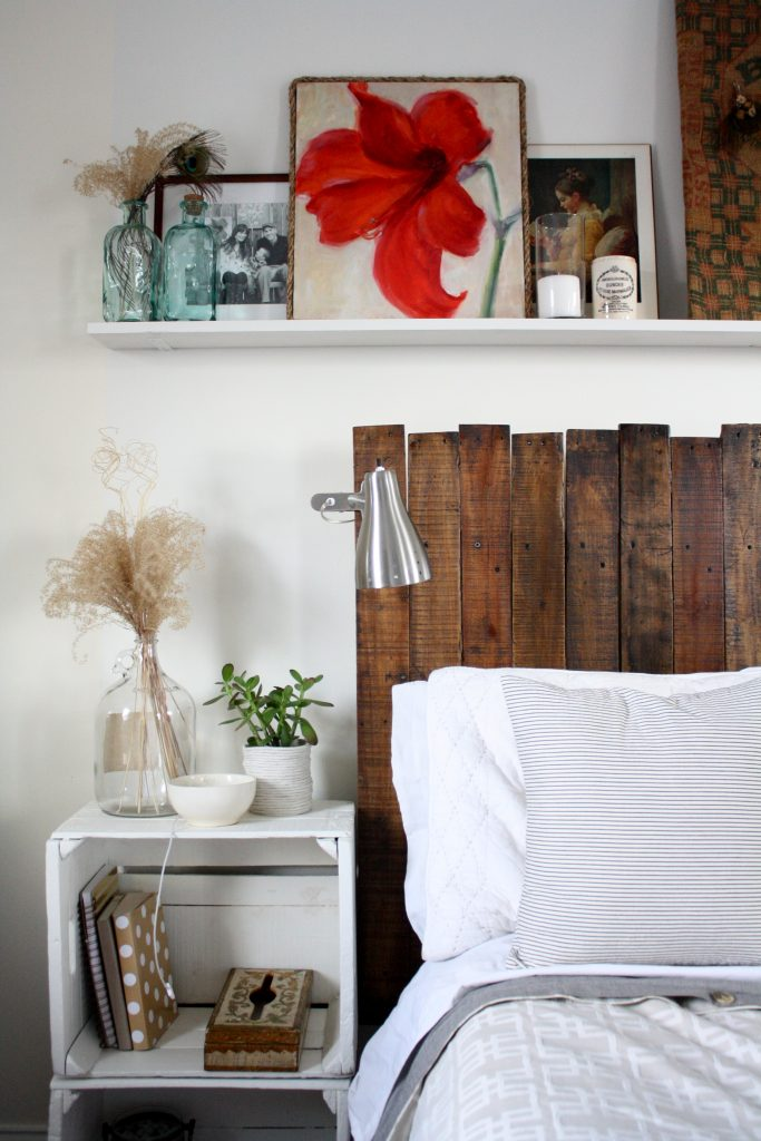 Vertical pallet headboard