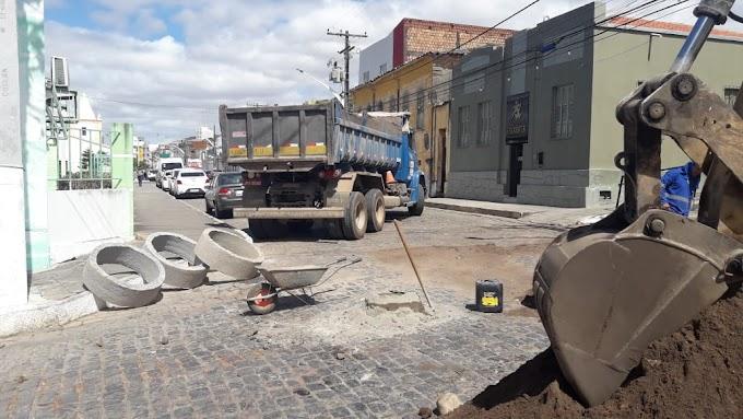 Embasa é impedida de executar obra após interditar ruas sem autorização em Jacobina