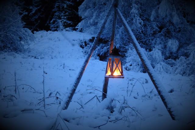 lyhty, joulukuu, lumi, hämärä, sininen hetki, ilta, talvi, kotipiha