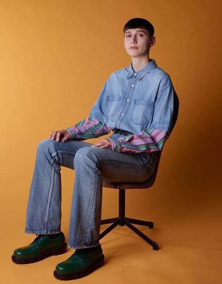 """""""رجالة آخر زمن"""" Balenciaga تقدم تصميمات أزياء رجالي بإطلالات نسائية"""