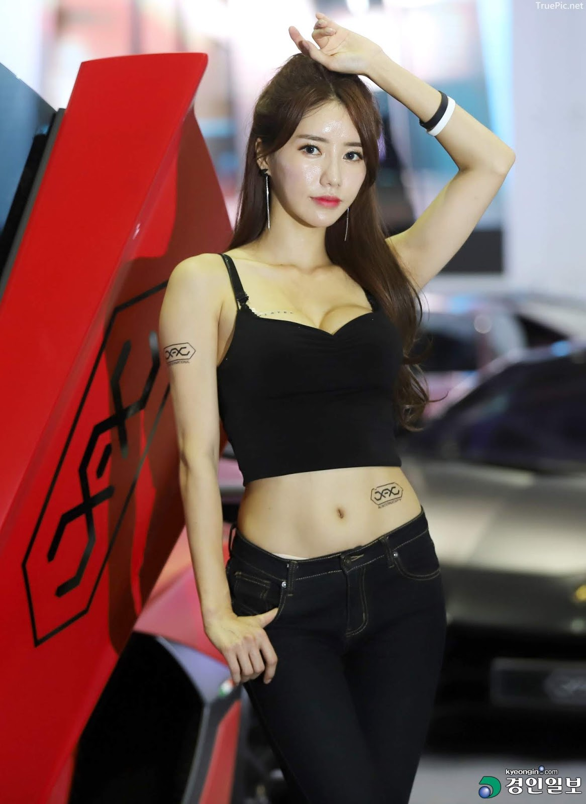 Korean Racing Model - Im Sola - Seoul Auto Salon 2019 - Picture 1