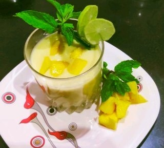 Mango smoothie  मैंगो स्मूदी