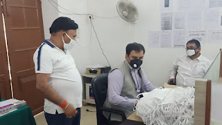 जौनपुर : निदेशक अरविंद सिंह ने सीडीओ को सौंपा मास्क | #NayaSabera