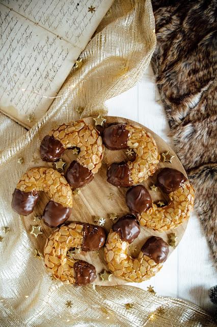 Saftige Marzipanhörnchen mit knackiger Zartbitterschokolade perfekt für die Weihnachtszeit, Weihnachtsgebäck
