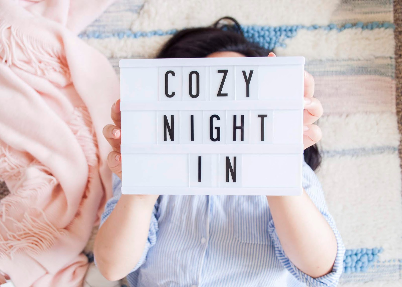 3 Tips for a Cozy DIY Movie Night Light Box Marquee Light | The Bella Insider