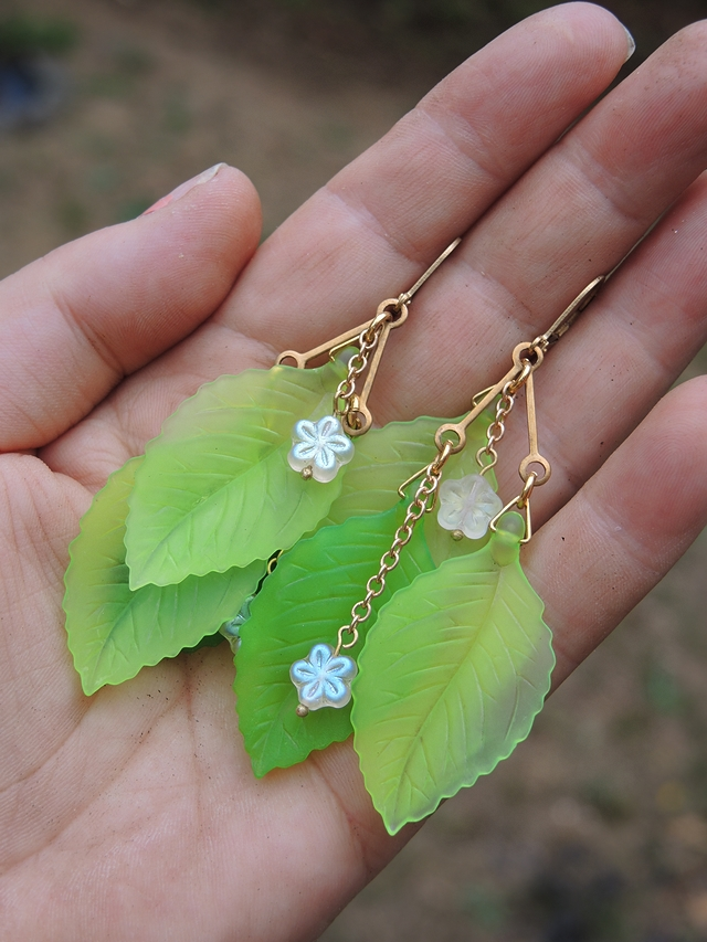 free tutorial for flower + leaves earrings - gratis diy voor oorbellen met blaadjes en bloemetjes