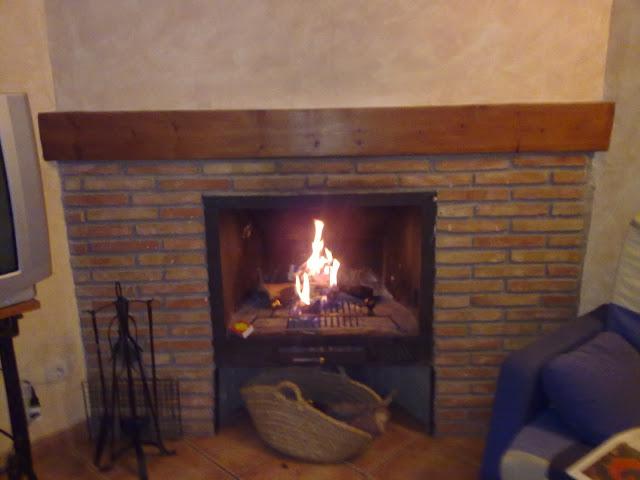 hogar con chimenea