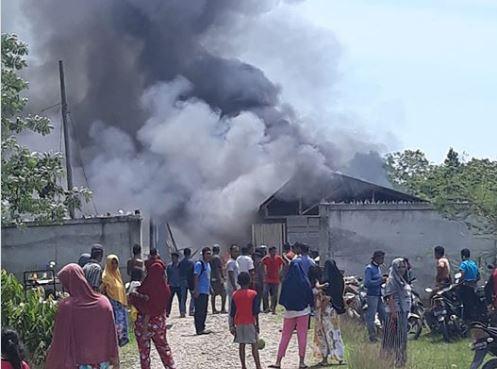 Jihar News, Sijago Merah Hanguskan 1 Unit Gudang Pinang Di Kutamakmur, Kerugian Capai Rp. 500 Juta