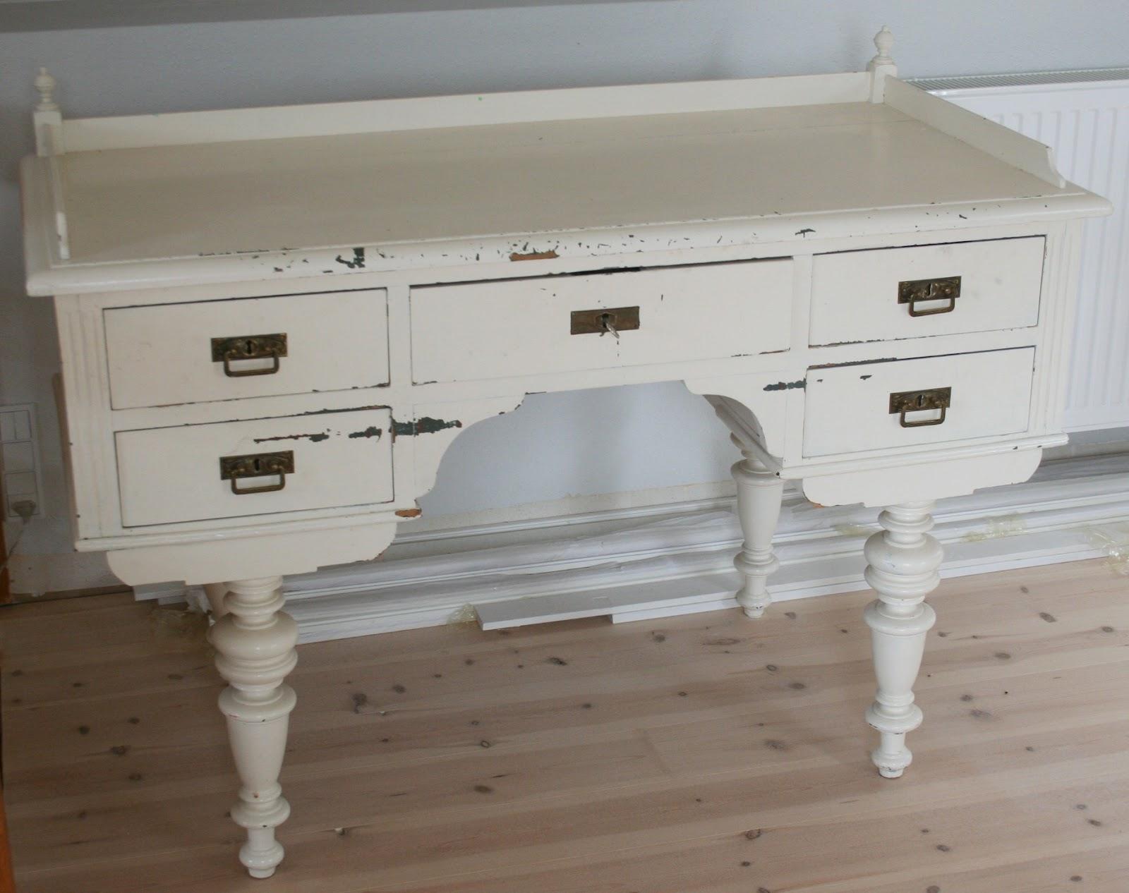 Populære KrudtuglensMor: Antikt skrivebord og hjemmelavet legestativ til salg! SJ-83
