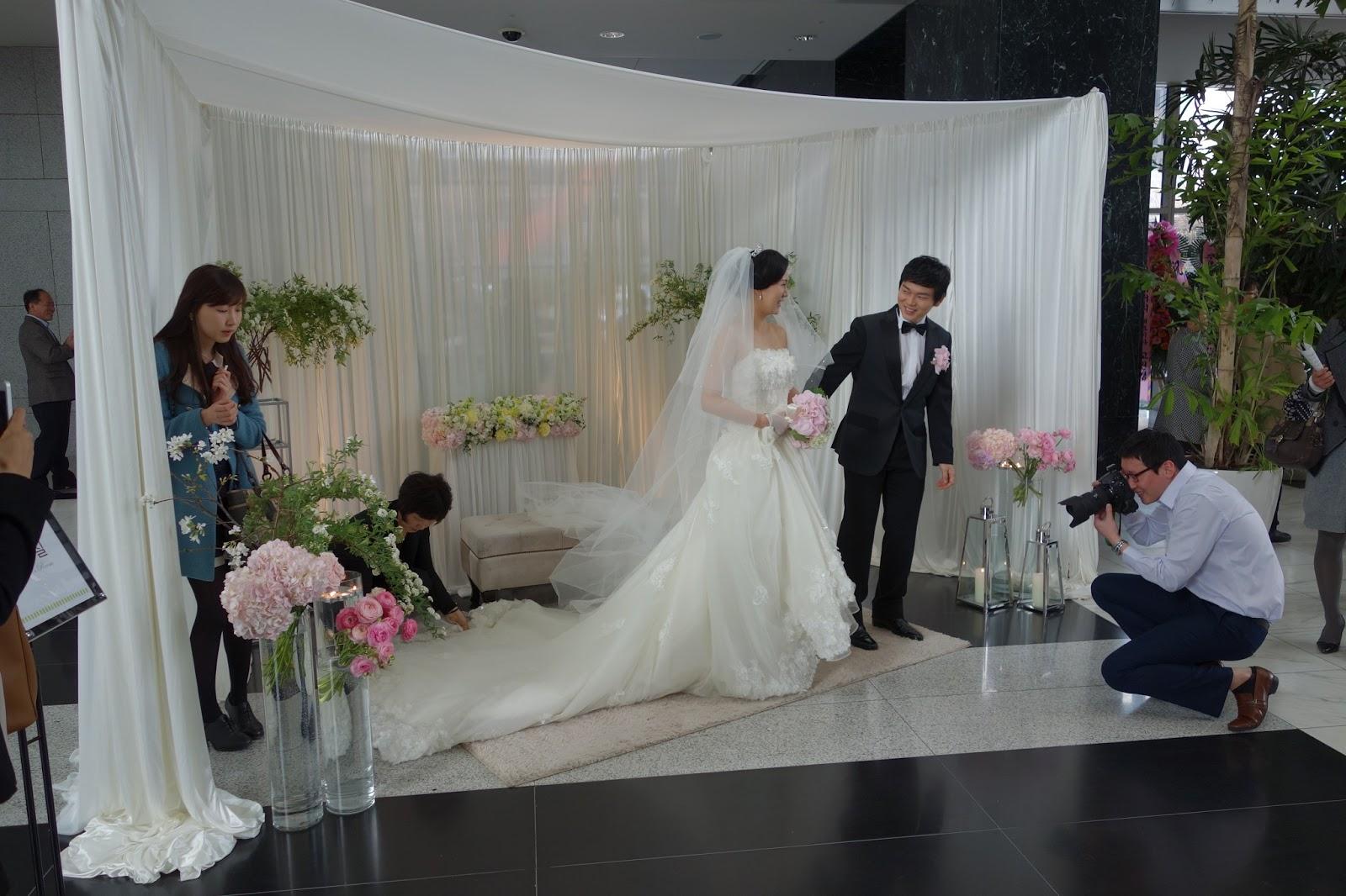 A Modern White Wedding Ceremony: G'Day Korea: Modern Korean Wedding