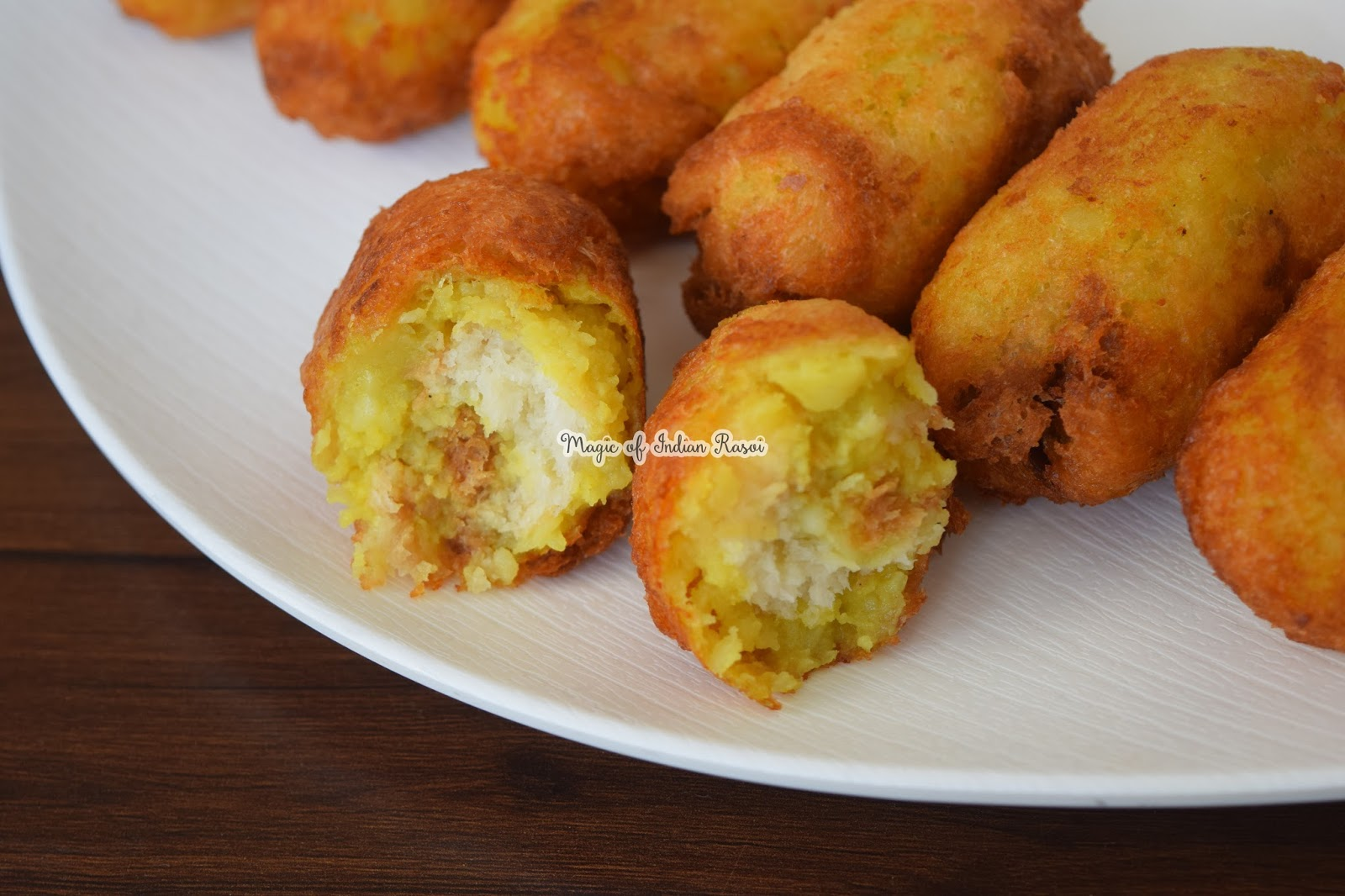 Bread Rolls Recipe - Gujarat College Canteen Famous Snack - ब्रेड रोल्स रेसिपी - गुजरात कॉलेज कैंटीन का प्रसिद्ध नाश्ता - Priya R - Magic of Indian Rasoi