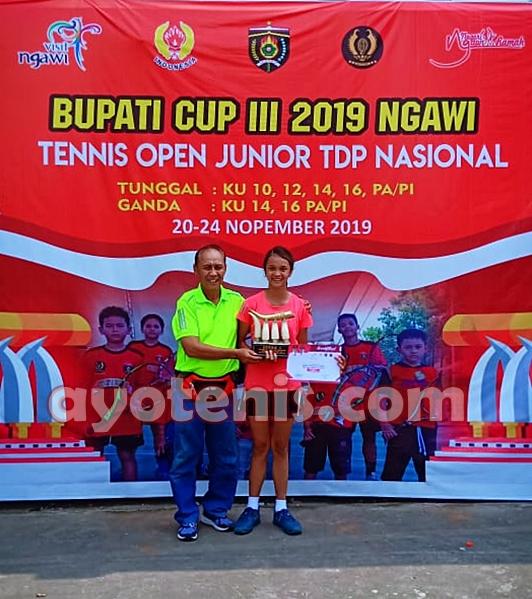 Juara Bupati Cup III Ngawi, Raissya Aurellie Senang Mendapat Piala yang Unik dan Cantik