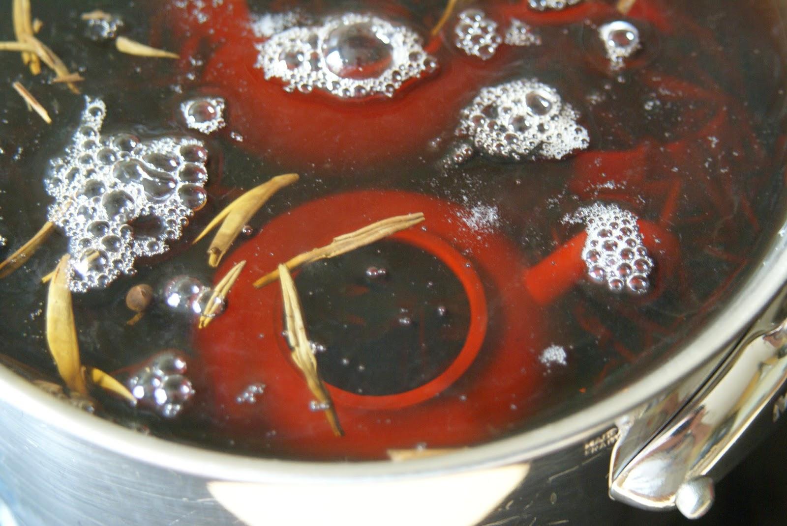 Culottage d'une théière en grès de Yixing
