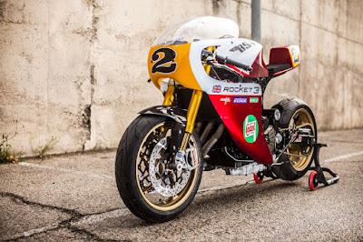 Triumph Legend TT 900 con horquilla Daytona 675