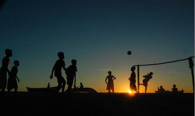 Inilah Alasan Islam Melarang Anak-anak Berada Diluar Rumah Saat Magrib