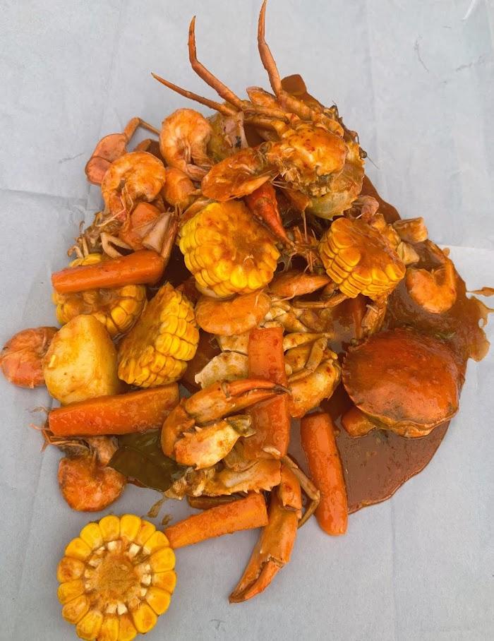 Menikmati Lezatnya Seafood di Pantai Lampu'uk