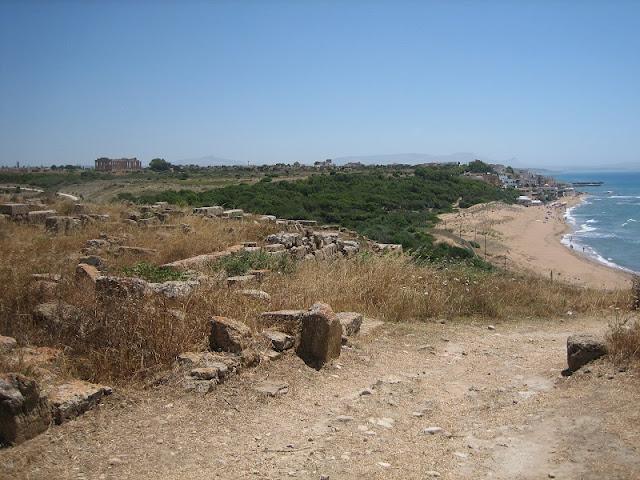 Selinunte - Vista de la Acrópolis y de la villa de Marinella