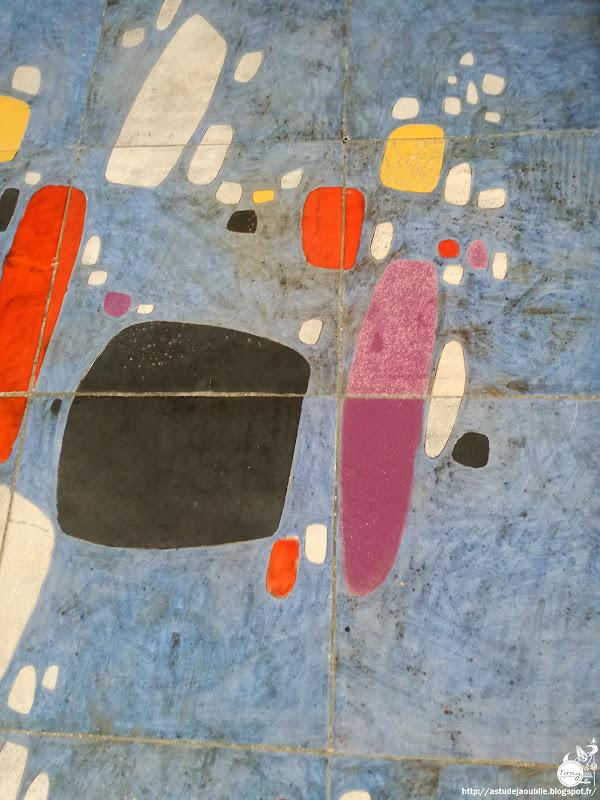 Senlis - Mur céramique, école élémentaire Séraphine Louis  Réalisation: André Borderie  Commande 1%, 1962