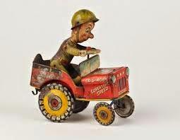 Un simpatico soldado en su jeep rojo
