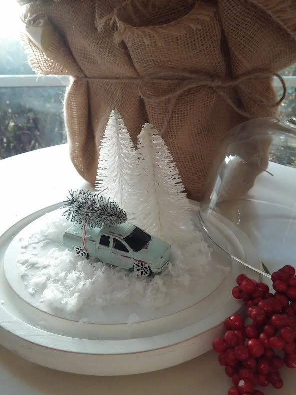Vintage Christmas cloche at www.diybeautify.com