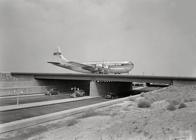 Boeing 377 Stratocruiser | Pan American World Airways (N1033V) © SHORPY