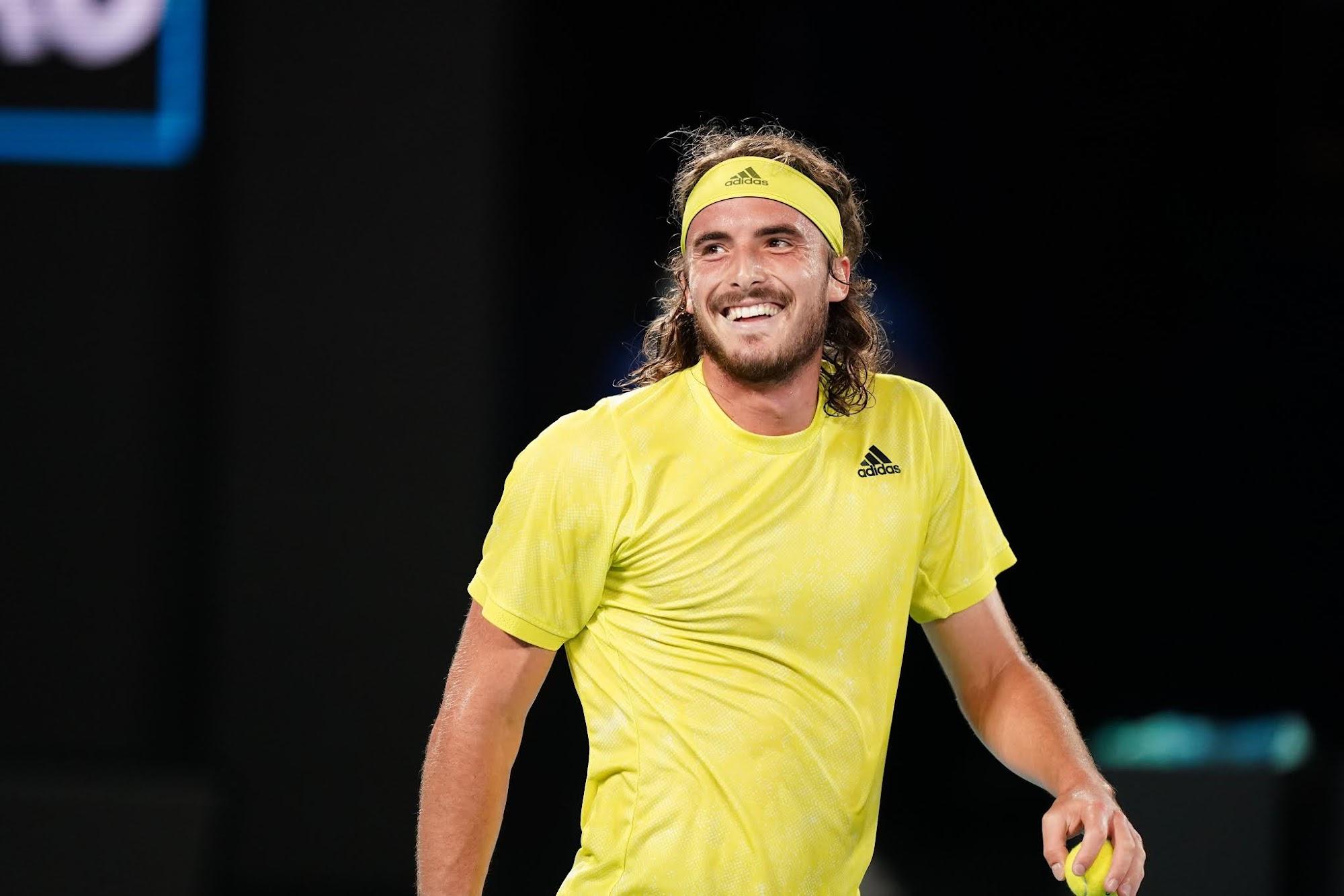 Stefanos Tsitsipas nở nụ cười sau khi chiến thắng Nadal