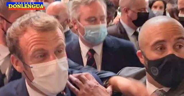 Lanzaron un huevo contra la cabeza del Presidente de Francia Emmanuel Macrón