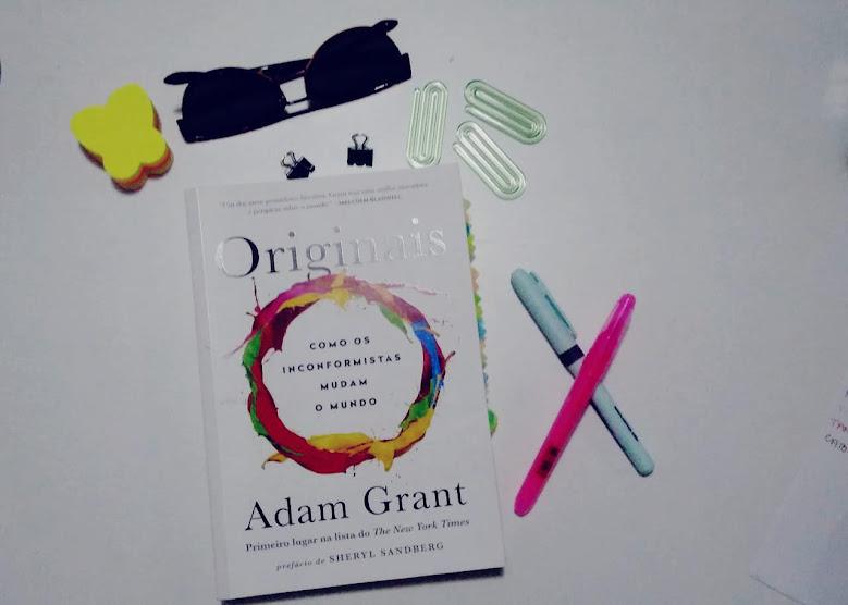 """A originalidade atualmente é um conceito em alta. Inovação, pensar fora da caixa, ser diferente, são quase trending topics do empreendedorismo, que aliás, é outra palavra e conceito que vem tirando o sono de muita gente. Adam Grant, em seu livro Originais, destaca uma citação de Scott Adams, no capítulo """"Inventores Cegos e Investidores Caolhos"""", que diz: """"Criatividade é se permitir cometer erros. Arte é saber quais deles aproveitar"""""""