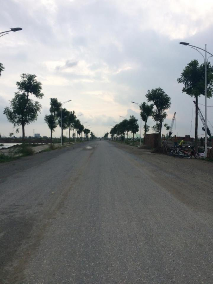 Đường 25m lối đi vào khu chung cư HH02 Thanh Hà