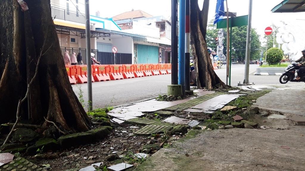 PARAH! Beginilah Kondisi Trotoar di Kota Kebumen