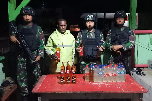 Lagi, Satgas Pamtas RI-PNG Yonif MR 411 Kostrad Amankan Miras Di Trans Papua