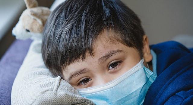 Σύμφωνα με την Αμερικανική Ακαδημία Παιδιατρικής μελέτες δείχνουν ότι η μετάλλαξη Δέλτα, προκαλεί συμπτώματα στα παιδιά που μοιάζουν περισσότερο με ένα κοινό κρυολόγημα ή αλλεργίες και δεν περιλαμβάνουν την απώλεια γεύσης και οσμής που ήταν κοινή με προηγούμενες παραλλαγές του ιού...!!Κατάλογος  κοινών συμπτωμάτων....!!