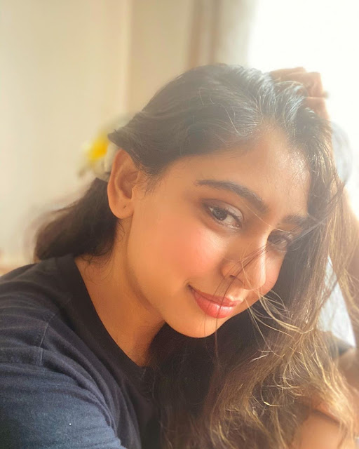 Niti Taylor pictures