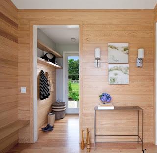 Дизайн прихожей загородного дома