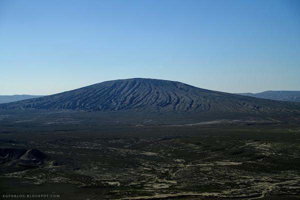 Вид с Джингирдага на грязевой вулкан Торагай