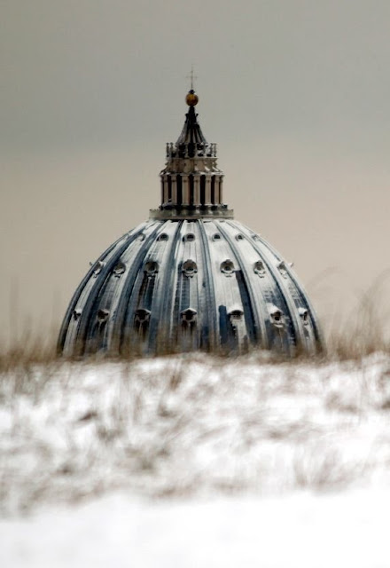 Vaticano sob a neve em recente e inusual nevasca