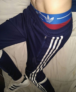 karao-sam-guzu-mog-dobrog-drugara-lezanje-krevet-seksi-trenerka