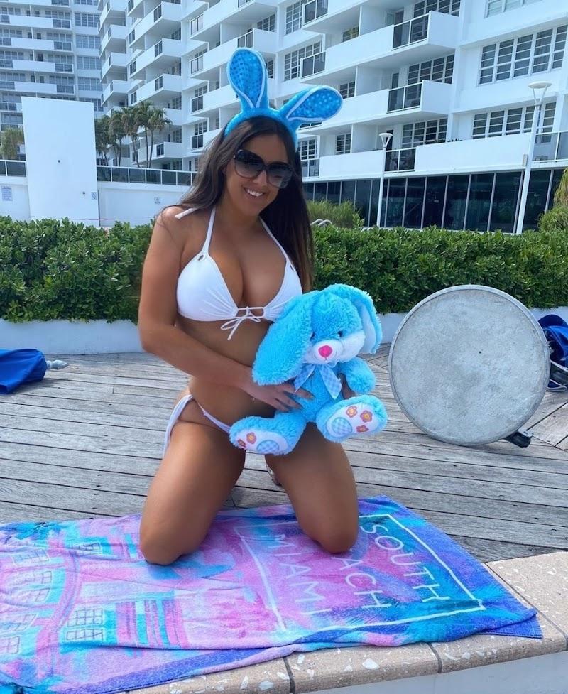 Claudia Romani  Clicked Bikini Photoshoot 9 Apr -2020