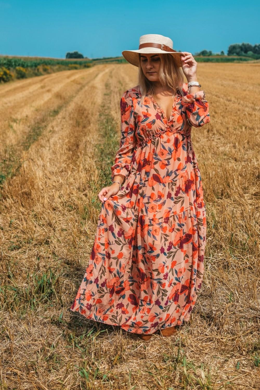 Długa suknia w kwiaty na różne okazje