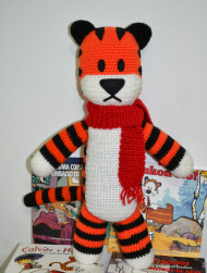 http://www.miahandcrafter.com/atelier/hobbes-plush-pattern/