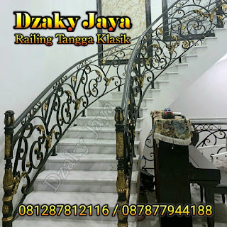 Contoh hasil pembuatan railing tangga besi ulir untuk rumah modern klasik.
