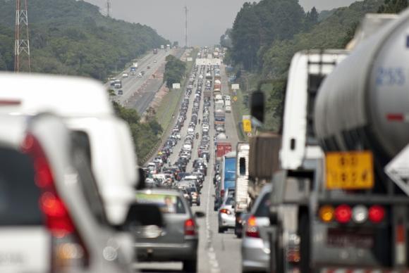 Feriado deve movimentar mais de 1,7 milhão de veículos nas rodovias estaduais que saem da capital