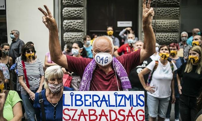 Több mint 23 millió forintot kapott a TASZ, hogy tüntetőknek nyújtson jogsegélyt