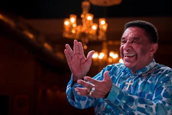 Morre cantor Agnaldo Timóteo no Rio de Janeiro de Covid